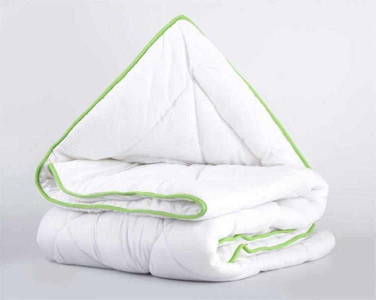 Dekbed enkel, merk Sleeptime,100% zuiver scheerwol en de tijk van 100% percale katoen met Aloe Vera, natuurproduct, geurvrij, luchtig, warm, vocht regulerend, wit met groen randje, scherpe prijzen en snel geleverd